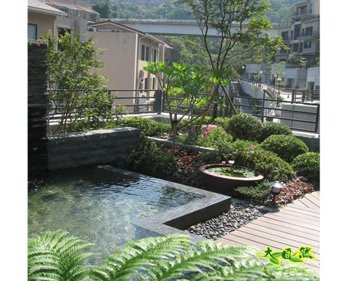 庭院瀑布水池